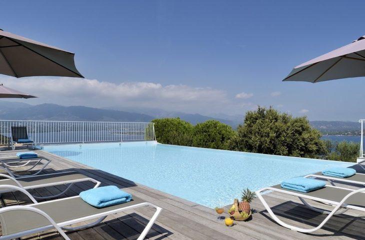 Mini villa 4 personnes – Vue panoramique – Piscine